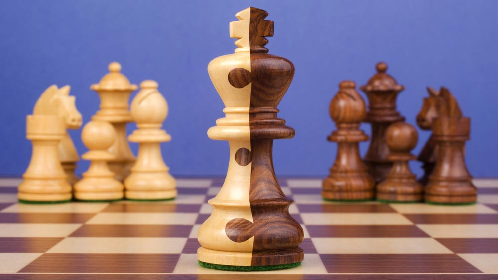 Chess pieces with king of both colors